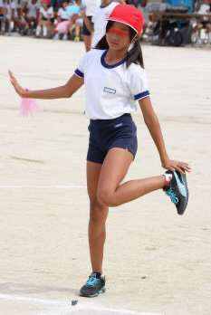 Beautiful Japanese Girl, Asian Kids, Japan Girl, Hot Blondes, Stand By Me, Sport Outfits, Teen, Popular, Running