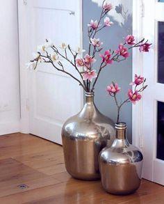 Vazen met kunstbloemen