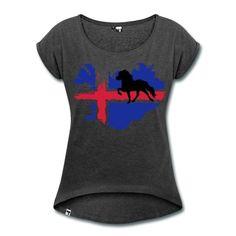 Lockeres T-Shirt mit gerollten Ärmeln und großem Flaggenprint plus Tölter. Auf der Rückseite befindet sich das Herr Pferd Logo