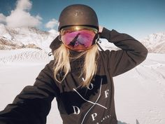 Skiing Outfit – Best Outfits to Wear Kayaking Outfit, Snowboarding Style, Ski Fashion, Arab Fashion, Sporty Fashion, Sporty Chic, Fashion Women, Winter Fashion, Snowboard Girl