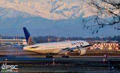 United B777 at Malpensa Airport