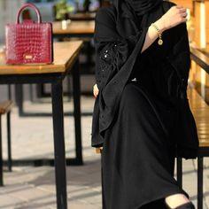 Burqa Designs, Abaya Designs, Hijabi Girl, Girl Hijab, Stylish Girl Images, Stylish Girl Pic, Muslim Girls, Muslim Women, Niqab Fashion