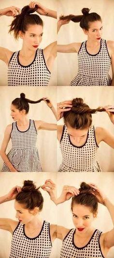 Com o cabelo um pouco úmido e produto para fixar, um coque torcido bagunçado pode resultar em cachos bagunçados (no bom sentido) no dia seguinte.