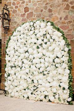 Glamorous flower backdrop: http://www.stylemepretty.com/little-black-book-blog/2015/03/19/romantic-chateau-de-la-napoule-wedding/ | Photography: Xavier Navarro - http://www.xaviernavarro.com/