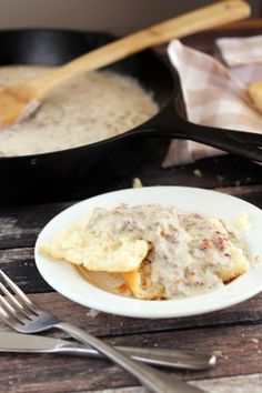 Free Sausage Gravy Creamy gluten-free sausage gravy is simple to make, full of flavor, and perfect over fresh gluten- free biscuits.Creamy gluten-free sausage gravy is simple to make, full of flavor, and perfect over fresh gluten- free biscuits. Gluten Free Recipes For Breakfast, Best Gluten Free Recipes, Gluten Free Dinner, Gluten Free Breakfasts, Gluten Free Cooking, Gluten Free Desserts, Gf Recipes, Jello Recipes, Budget Recipes