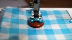 How to sew a button with a sewingmachine :)