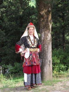 MACEDONIAN CLOTHES - ΜΟΝΟΣΠΙΤΑ ΝΑΟΥΣΑΣ.