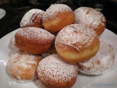 Look Over This Gogosi / Romanian Beignets The post Gogosi / Romanian Beignets… appeared first on Amas Recipes . Eastern European Recipes, European Cuisine, Romanian Desserts, Romanian Recipes, Just Desserts, Dessert Recipes, Hungarian Recipes, Hungarian Food, Italian Recipes