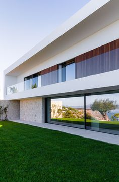 The cliffs of Puigderros offer unspoiled views of the turquoise coloured Mediterranean Sea and are home to three of Signature Group's projects in the South of Mallorca. Voltor 16 is one of them and it is as impressive. Modern Architecture House, Residential Architecture, Modern House Design, Architecture Design, Architecture Company, Modern House Facades, Architecture Panel, Chinese Architecture, Futuristic Architecture