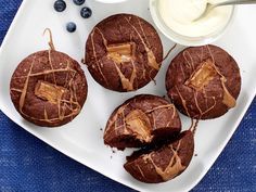 The best Mars bar muffins recipe you will ever find. Welcome to RecipesPlus, your premier destination for delicious and dreamy food inspiration. Mars Bar Cake, Mars Bar Slice, Muffin Recipes, Cake Recipes, Drizzle Cake, Cheesecake Bars, Melting Chocolate, Food Inspiration, Muffins