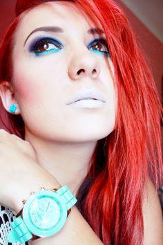 Miętowy zegarek, miętowe kolczyki różyczki oraz miętowy makijaż :)