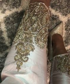 #trouser #cigarettepant #designerdress #flairy #mehndi #pakistanbestdressed #hudabeauty #allechant #elan #pakistani #india #desibeautyblog #designerdress #mywedding #mehndi #walima #elan