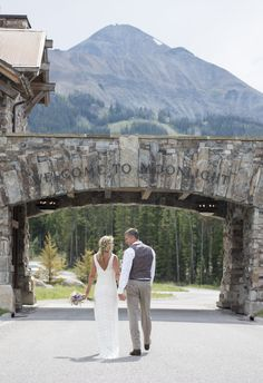 Intimate Destination Wedding At Mountain Lodge In Sky Montana Read More And
