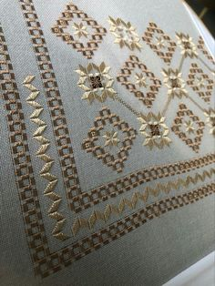 Diy Arts And Crafts, Diy Crafts, Hardanger Embroidery, Crochet Snowflakes, Bargello, Seed Beads, Needlework, Embroidery Designs, Cross Stitch