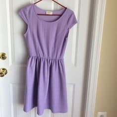 Everly dress - perfect for wedding season! Gorgeous EUC Everly dress in lilac, size large, worn once. No signs of wear. Everly Dresses Midi