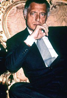 Gianni Agnelli - Elegance and lifestyle Italian icon Dapper Gentleman, Gentleman Style, Men's Style Icons, Gianni Agnelli, Most Stylish Men, Stylish Man, Best Mens Fashion, Male Fashion, Versace