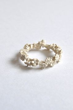 simmon ring white