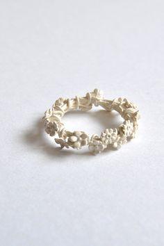 simmon ring white