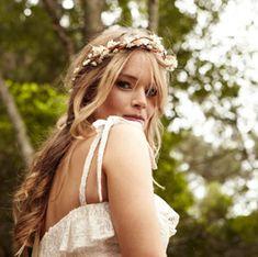 Ideas bohemian bridal headpiece floral crowns for 2019 Bohemian Hairstyles, Spring Hairstyles, Crown Hairstyles, Wedding Hairstyles, Bridesmaid Hairstyles, Braided Hairstyles, Wedding Headband, Bridal Crown, Bridal Hair