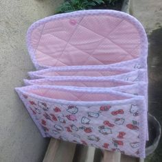 Just need to translate into English but this looks like a great project for the sewing club. Sewing Crafts, Sewing Projects, Sew Together Bag, Diy Bags Purses, Craft Bags, Patchwork Bags, Fabric Bags, Pencil Pouch, Sewing Accessories