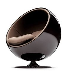 One of the most iconic chairs from Eero Aarnio´s Ball Chair, originally designed in 1963 fro Asko, Finland. Cool Furniture, Modern Furniture, Furniture Design, Futuristic Furniture, Garden Furniture, Mid-century Modern, Modern Design, Modern Lounge, Contemporary
