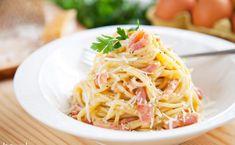 Prawdziwe spaghetti alla carbonara. Już nigdy nie dodasz śmietanki [PRZEPIS] National Dish, Spaghetti, Mozzarella, Guacamole, Dishes, Ethnic Recipes, Food, Pasta With Smoked Salmon, Dish