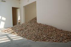 Lara Almacegui. Pavilhão da Espanha, Bienal de Veneza, 2013. Por Elly Waterman…