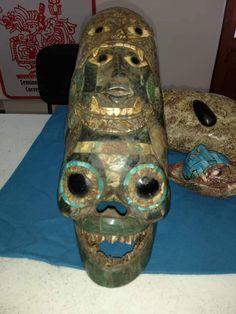 Újabb meghökkentő, idegen lényeket és űrhajókat ábrázoló leletek kerültek elő Mexikóban | Új Világtudat | Az Élet Más Szemmel Ufo Proof, Mayan Mask, Alien Theories, Alien Figure, Alien Artifacts, Ancient Aliens, Occult, Archaeology, Antiques