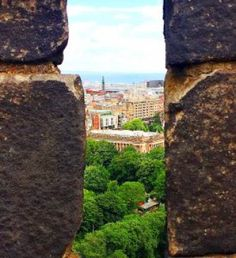 20 awesomely wonderful and free attractions that you can enjoy while visiting Edinburgh, Scotland.