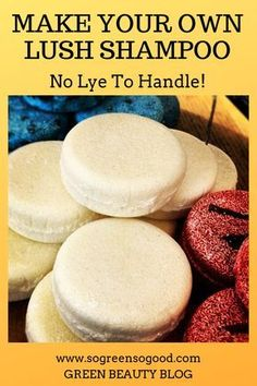 This beauty recipe is perfect for those of you who never made a shampoo bar before as I replaced lye (used for saponification) with an organic pre-made melt-and-pour soap base. This DIY shampoo bar requires only four ingredients, can be customized wi Diy Dry Shampoo, Lush Shampoo Bar, Solid Shampoo, Natural Shampoo, Organic Shampoo, Homemade Shampoo And Conditioner, Mint Shampoo, Honey Shampoo, Natural Hair Conditioner