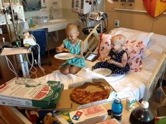 """Faith in humanity restored ^.^ little girls mom joking posts """"send pizza"""" sign in the window of hospital and the internet sends enough for the entire floor to have a pizza party! Pizza Party, Surprise Pizza, Sweet Pizza, Little Girl Names, Childhood Cancer Awareness, Two Year Olds, Childrens Hospital, Faith In Humanity, Physical Therapy"""