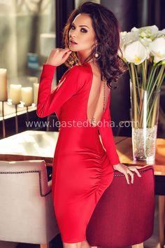 """Uno dei migliori capi della nostra collezione, l'abito da sera """"brigida"""" consiste in un modello stretch a tubino elegante di colore rosso, con dorso scoperto e dei bottoncini sulla parte frontale. Cosa c'è di meglio, per feste e cerimonie? ➽ Contattaci su Pinterest o manda """"pin"""" via sms/WhatsApp al 373 7616355 per ricevere un BUONO SCONTO esclusivo!  #leastedisoha #moda #abbigliamento #donna #elegante"""