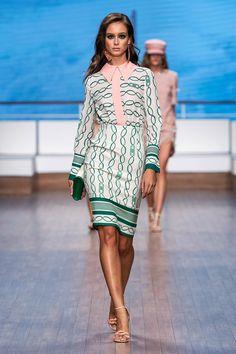 Live Fashion, Fashion 2020, Runway Fashion, Fashion Models, Fashion Show, Fashion Design, Fashion Trends, Milan Fashion, Milano Fashion Week