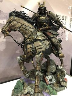 The scale statue of Shogun Batman from the Batman samurai line by XM Studio looks absolutely amazing ! Ronin Samurai, Hannya Tattoo, Samurai Artwork, 3d Figures, Action Figures, Samurai Tattoo, Batman Universe, Classic Comics, Manga