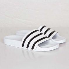 new concept dacaa 0722c adidas Adilette - 280648 - Sneakersnstuff   sneakers   streetwear online  since 1999 Sandalias Adidas,