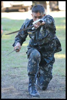 Philippine Force Recon Marine training their CQC sytem Pekiti Tersia Kali, with ginunting.