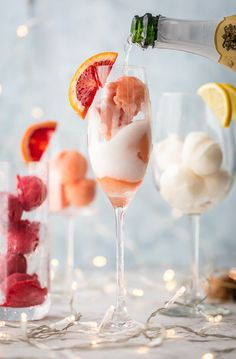 Sorbet mimosas are fun, every mimosa was to dress up! Use the ice, sorbet or sorbet flavor of your choice and mix it with champagne. So funny, delicious and beautiful! Perfect for holidays, bridal showers and beyond. Cocktail Desserts, Cocktail Drinks, Cocktail Recipes, Alcoholic Ice Cream Drinks, Prosecco Cocktails, Fun Cocktails, Sangria, Party Drinks, Fun Drinks
