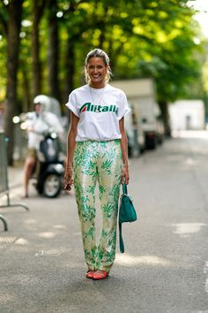 Here, 24 of the most incredible street style looks from Fall-Winter 2018 Paris Couture Fashion Week. Because the couture catwalks aren't the only place to turn for style inspiration. Cool Street Fashion, Look Fashion, Paris Fashion, Fashion Outfits, Fashion Trends, Fashion Weeks, Fashion Women, High Fashion, Street Style Trends