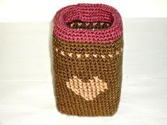 vaso uncinetto marrone rosa cesta uncinetto cuore contenitore vasetto riciclo. €20,00, via Etsy.