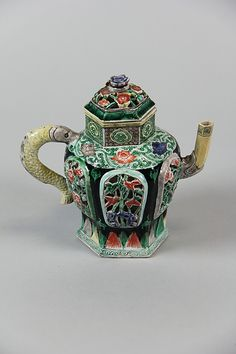 Teapot Qing dynasty (1644–1911), Kangxi period (1662–1722) Culture: China