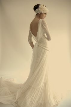 I will have a long sleeved wedding gown and it will take place during winter!!!
