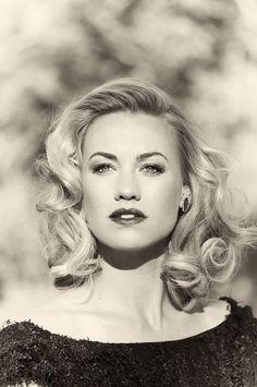 Yvonne Strahovski- timeless look