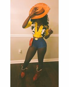Have a quick look at the best Halloween Costumes for Women which can easily be DIYed. From BFF Halloween costumes to easy peasy & cute Halloween costumes. Black Girl Halloween Costume, Badass Halloween Costumes, Cute Costumes, Costumes Kids, Woody Costume, Chucky Costume, Halloween Kleidung, Halloween Disfraces, Mellow Yellow