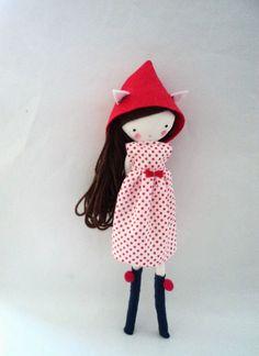 Muñeca de tela hecho a mano, Mia,  muñeca de trapo, vestido de topitos, capucha y  calcetines on Etsy, 33,73€