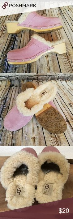 🌵 UGG pink sheep fur clogs Genuine leather with 100% sheep fur lining. The softest most comfortable clogs ever! UGG Shoes Mules & Clogs