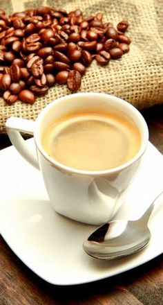 Mit Kaffee abnehmen – geht das? Das funktioniert tatsächlich, wenngleich Kaffee eine Diät lediglich unterstützen bzw. begleiten kann.