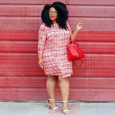 """New Post on thenaturalfashionista.com """"How To Pick A Flattering Plus Size Shift Dress"""" ▶️These type of dresses can be difficult to wear when you have wide hips, but I have a tip for you today! All outfit details are on the blog. #shiftdress"""