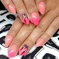 Produkty NeoNail użyte do stylizacji to: lakier hybrydowy Paradise Flower, lakier hybrydowy Peach Rose