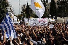Manifestation antitroïka devant le palais présidentiel à Nicosie, ce mardi.
