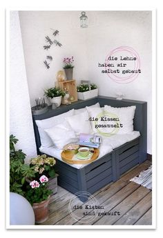 Wenn man eine kleine Nische oder Ecke auf dem Balkon oder im Garten hat kann man… If you have a small alcove or corner on the balcony or in the garden you can make a mini lounge corner out of it Corner Pergola, Diy Pergola, Ideas Terraza, Apartment Balconies, Balcony Design, Balcony Ideas, Pallet Furniture, Apartment Living, Home Projects